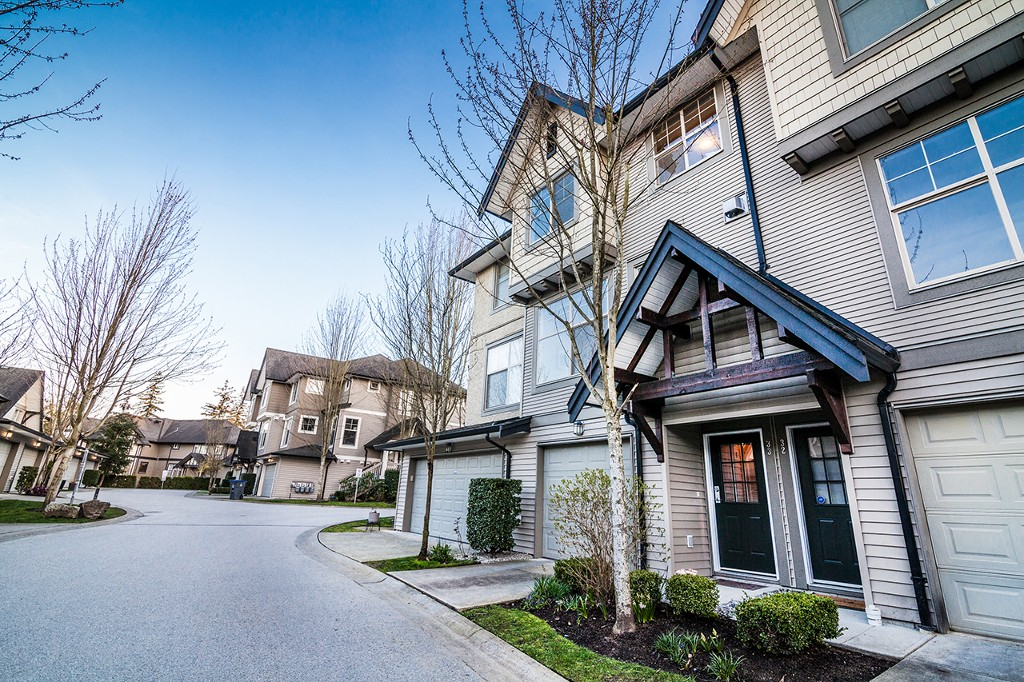 "Main Photo: 33 15152 62A Avenue in Surrey: Sullivan Station Townhouse for sale in ""UPLANDS"" : MLS® # R2153203"