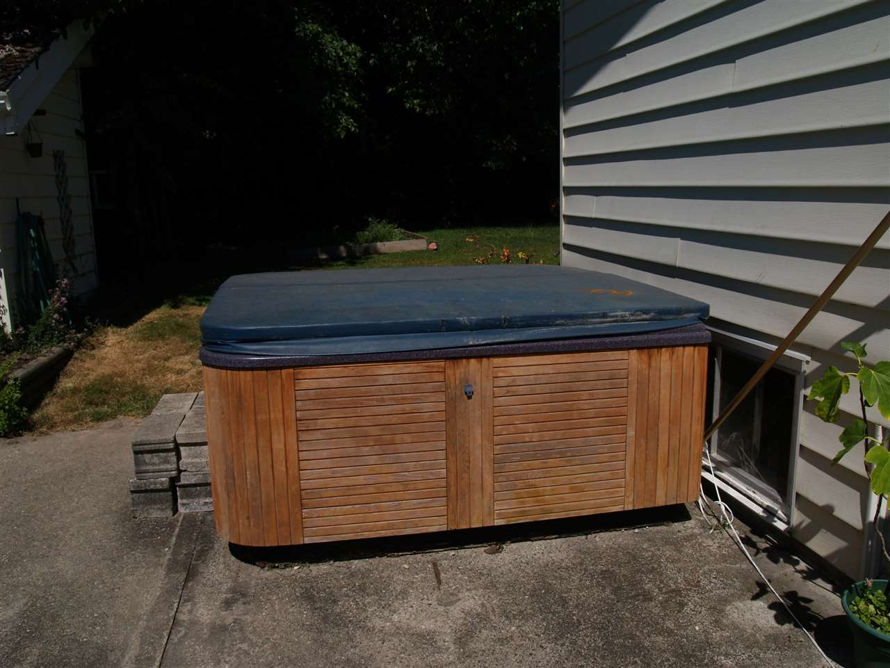 Enjoy the out door hot tub after a cool swim in the pool.