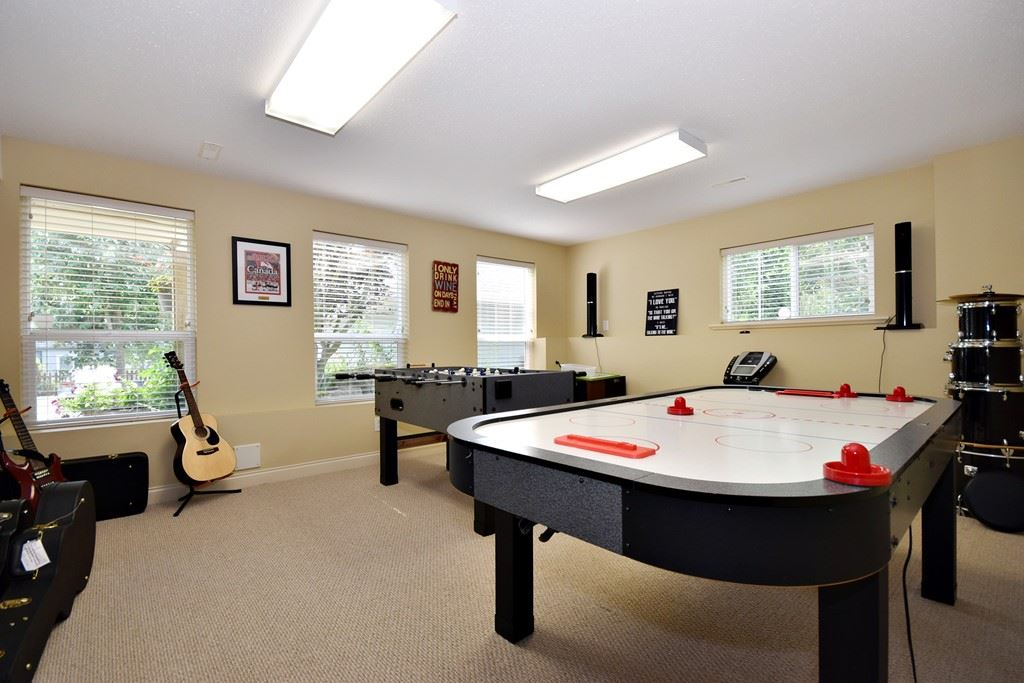 "Photo 17: Photos: 36492 LESTER PEARSON Way in Abbotsford: Abbotsford East House for sale in ""Auguston"" : MLS® # R2195024"