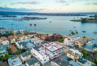 Main Photo: MISSION BEACH Townhome for sale : 2 bedrooms : 839 Jamaica in San Diego