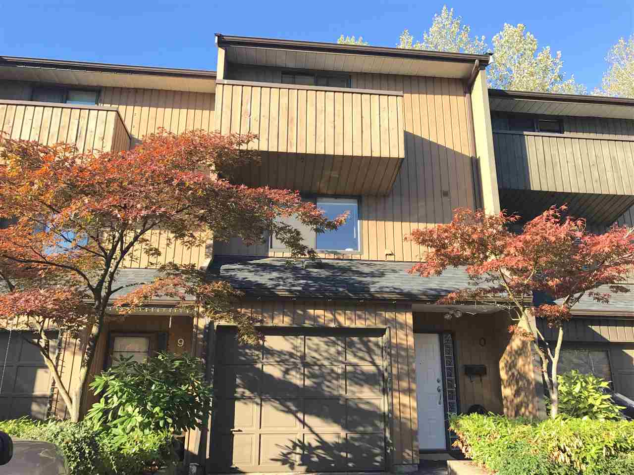 "Main Photo: 10 2980 MARINER Way in Coquitlam: Ranch Park Townhouse for sale in ""MARINER MEWS"" : MLS®# R2209783"