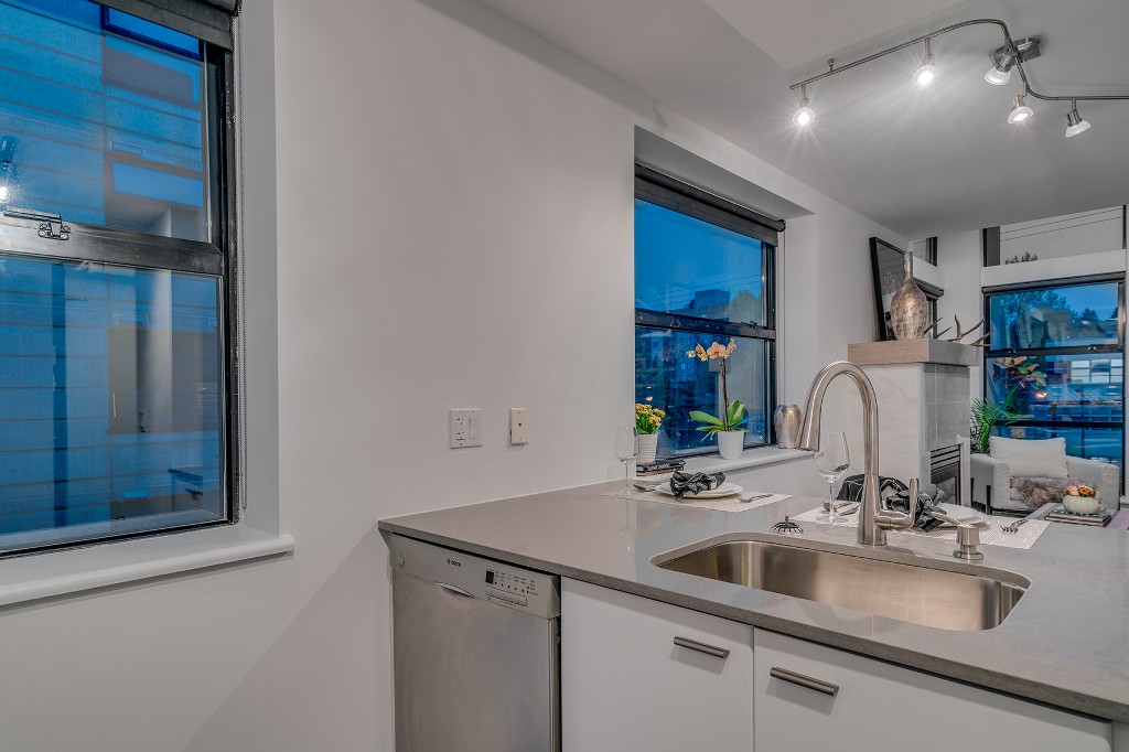 "Photo 12: Photos: 501 428 W 8TH Avenue in Vancouver: Mount Pleasant VW Condo for sale in ""XL LOFTS"" (Vancouver West)  : MLS® # R2214757"