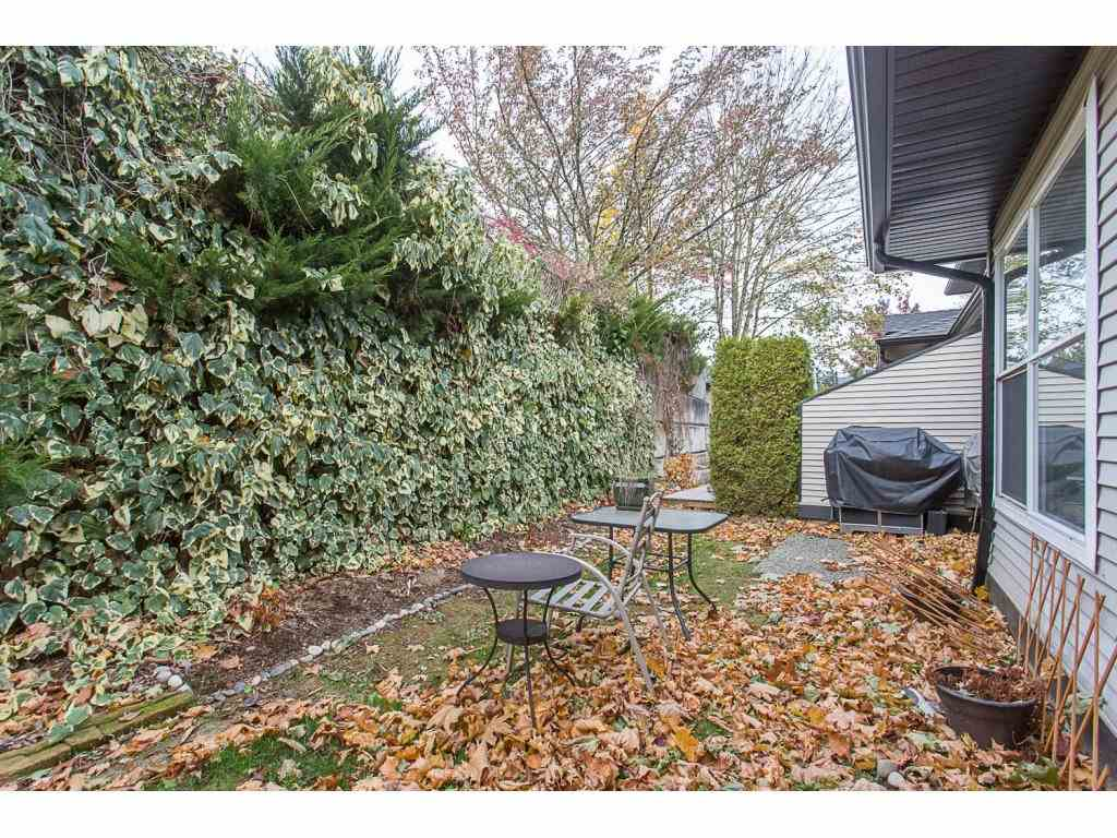 "Photo 17: Photos: 18 36060 OLD YALE Road in Abbotsford: Abbotsford East Townhouse for sale in ""Mountainview Village"" : MLS® # R2220092"