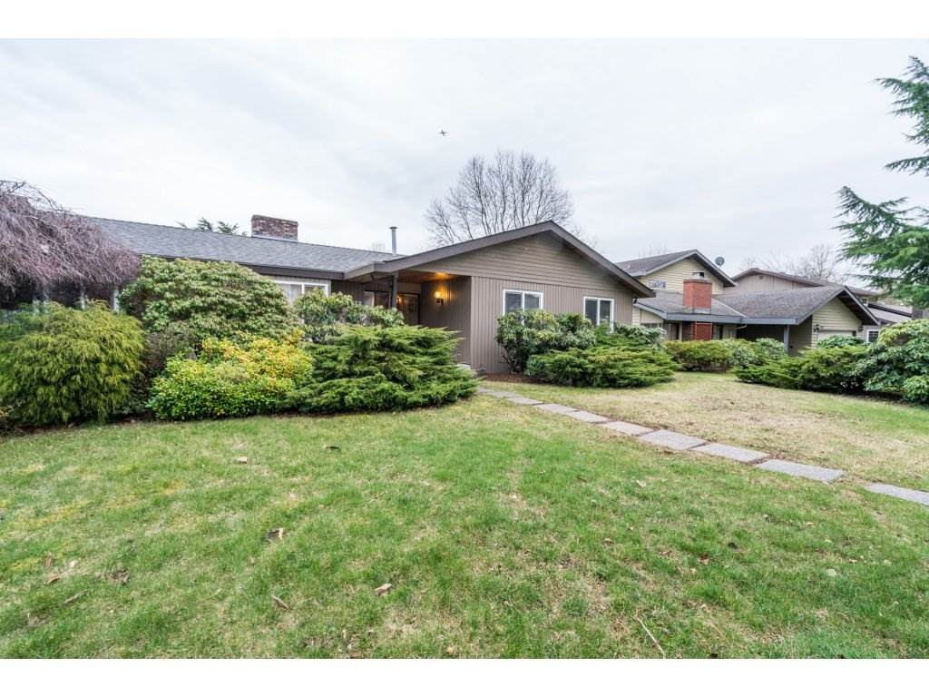 "Main Photo: 12895 CARLUKE Crescent in Surrey: Queen Mary Park Surrey House for sale in ""COUNTRY GLEN"" : MLS® # R2247073"