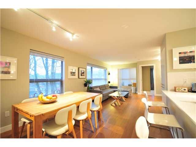 "Main Photo: 412 997 W 22ND Avenue in Vancouver: Cambie Condo  in ""THE CRESCENT IN SHAUGHNESSY"" (Vancouver West)  : MLS(r) # V870778"