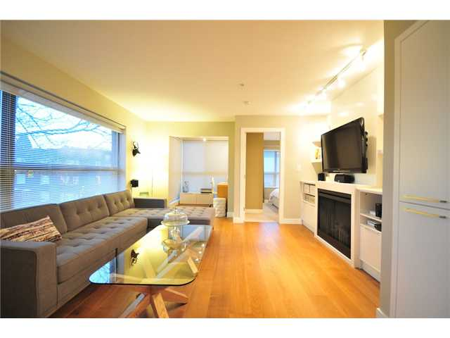 "Photo 4: 412 997 W 22ND Avenue in Vancouver: Cambie Condo  in ""THE CRESCENT IN SHAUGHNESSY"" (Vancouver West)  : MLS(r) # V870778"