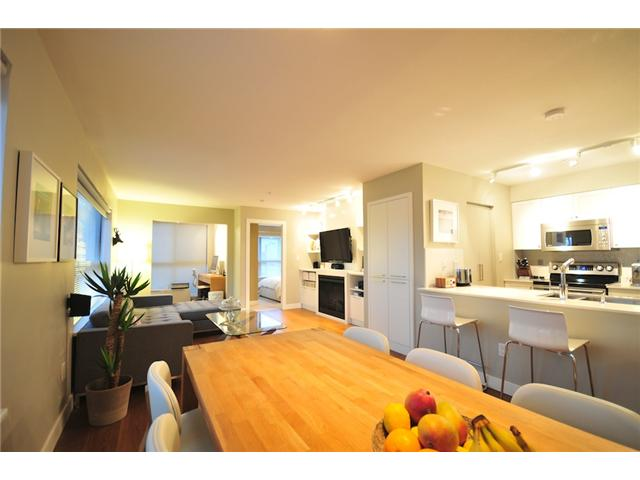 "Photo 2: 412 997 W 22ND Avenue in Vancouver: Cambie Condo  in ""THE CRESCENT IN SHAUGHNESSY"" (Vancouver West)  : MLS(r) # V870778"