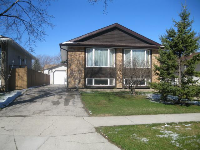 Main Photo: 884 ISBISTER Street in WINNIPEG: Westwood / Crestview Residential for sale (West Winnipeg)  : MLS(r) # 1107876