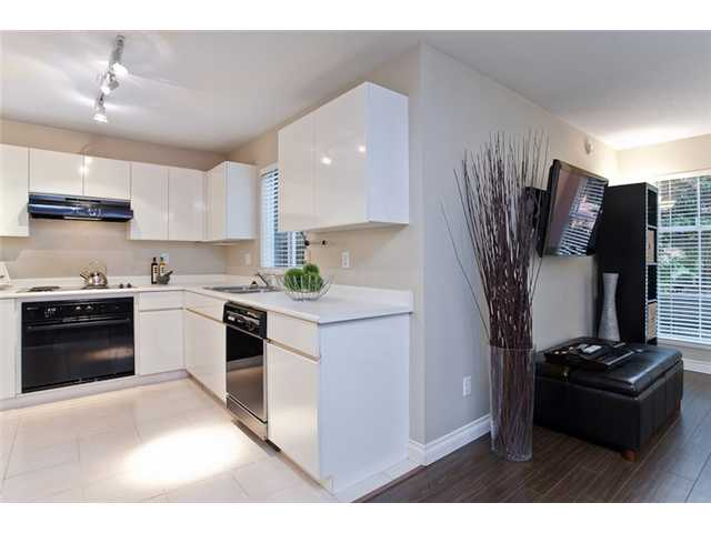 "Photo 3: 106 1023 WOLFE Avenue in Vancouver: Shaughnessy Condo for sale in ""SITCO MANOR"" (Vancouver West)  : MLS® # V887918"