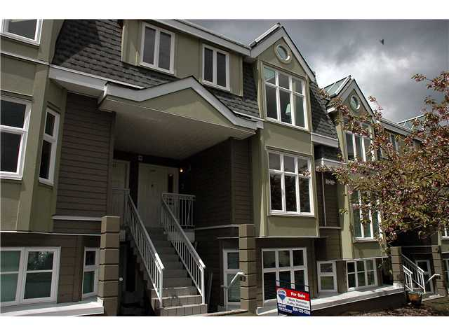 "Main Photo: 2261 HEATHER Street in Vancouver: Fairview VW Townhouse for sale in ""THE FOUNTAINS"" (Vancouver West)  : MLS(r) # V888051"