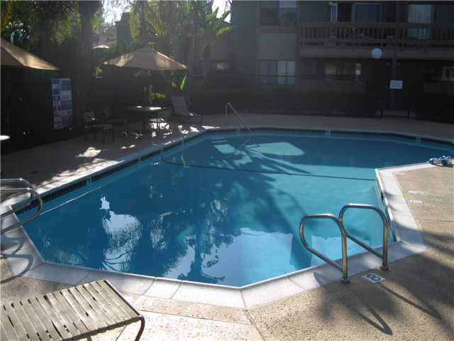 Photo 7: LA JOLLA Condo for sale : 1 bedrooms : 8354 Via Sonoma #C