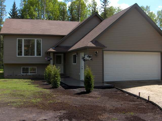 Main Photo: 8235 Glenwood Drive Drive in Edson: Glenwood Country Residential for sale : MLS® # 30297