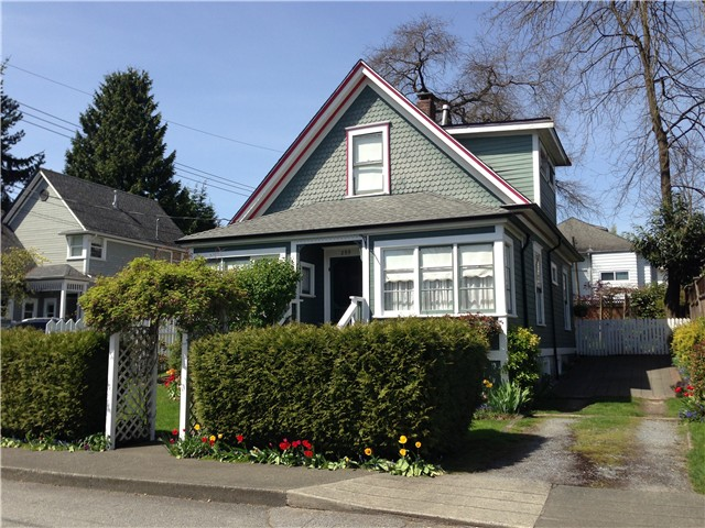 Main Photo: 309 WARREN Avenue in New Westminster: Queens Park House for sale : MLS® # V1003378