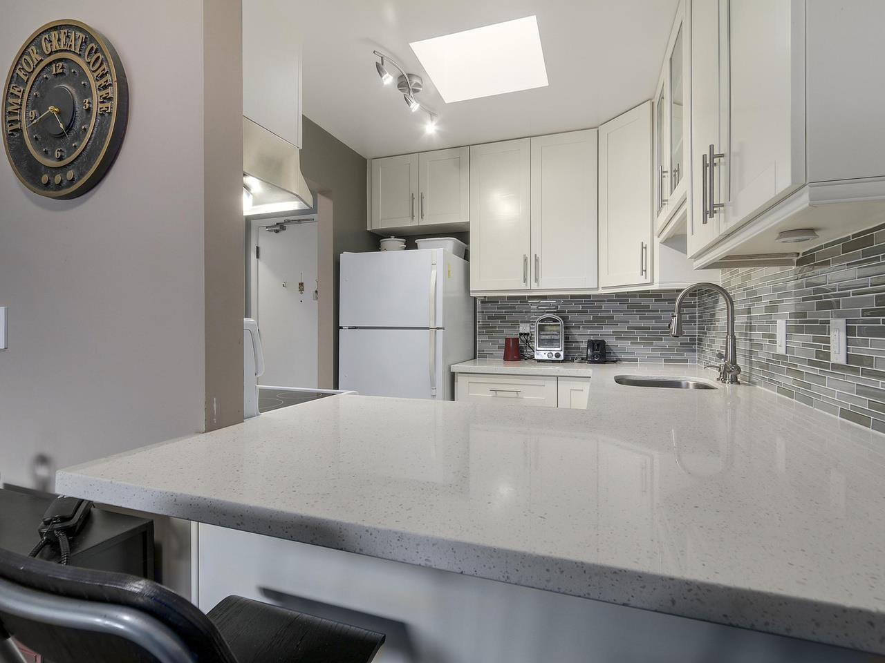 "Photo 8: 309 2277 MCGILL Street in Vancouver: Hastings Condo for sale in ""LANDMARK TERRACE"" (Vancouver East)  : MLS® # R2121077"
