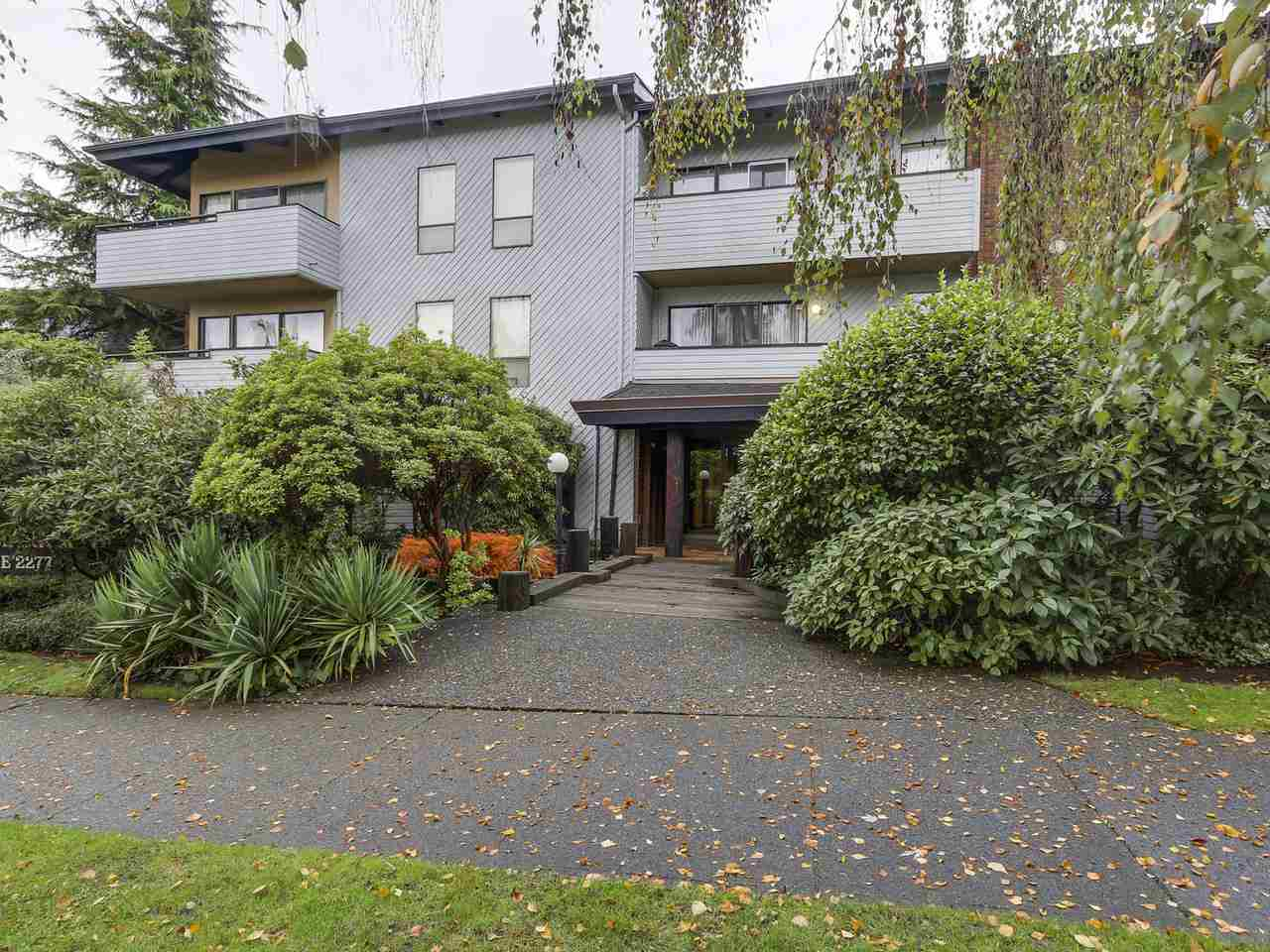 "Main Photo: 309 2277 MCGILL Street in Vancouver: Hastings Condo for sale in ""LANDMARK TERRACE"" (Vancouver East)  : MLS® # R2121077"