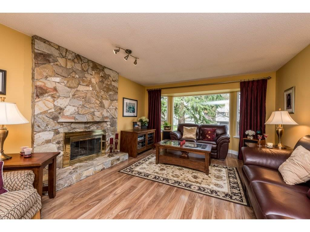 Photo 4: 14866 95 Avenue in Surrey: Fleetwood Tynehead House for sale : MLS® # R2152335