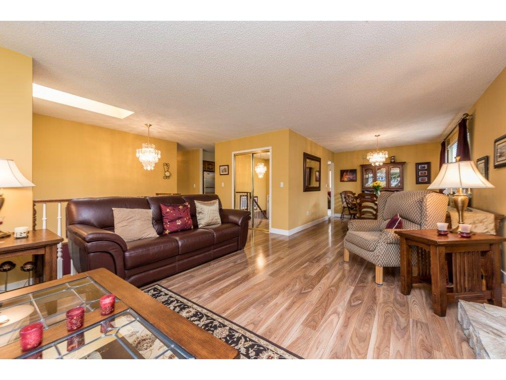 Photo 3: 14866 95 Avenue in Surrey: Fleetwood Tynehead House for sale : MLS® # R2152335
