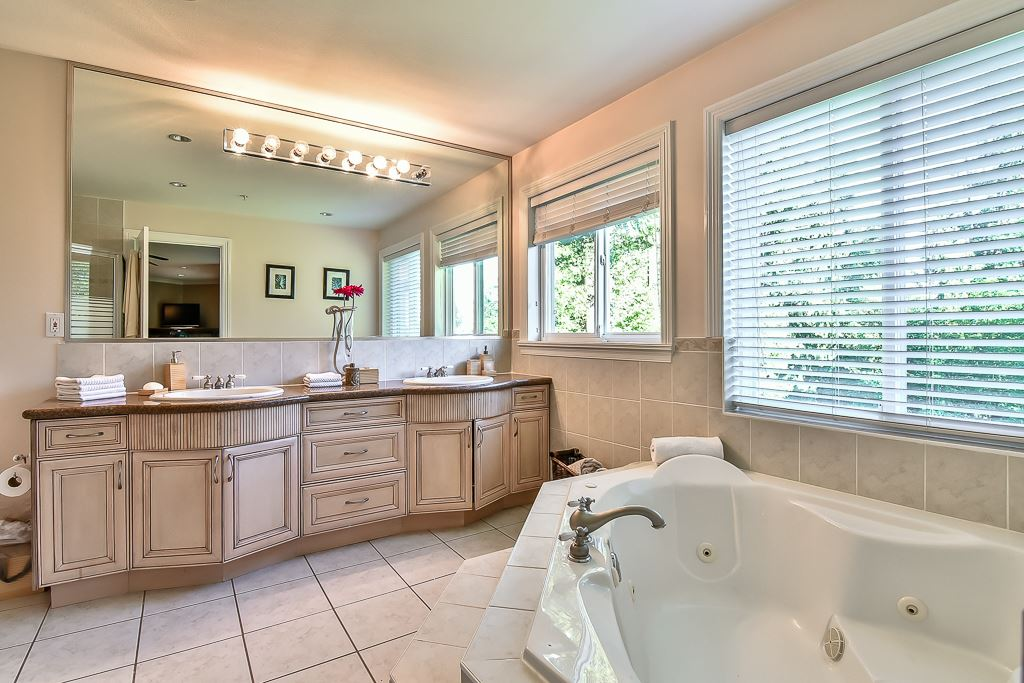 Photo 12: 13696 55A Avenue in Surrey: Panorama Ridge House for sale : MLS(r) # R2173423