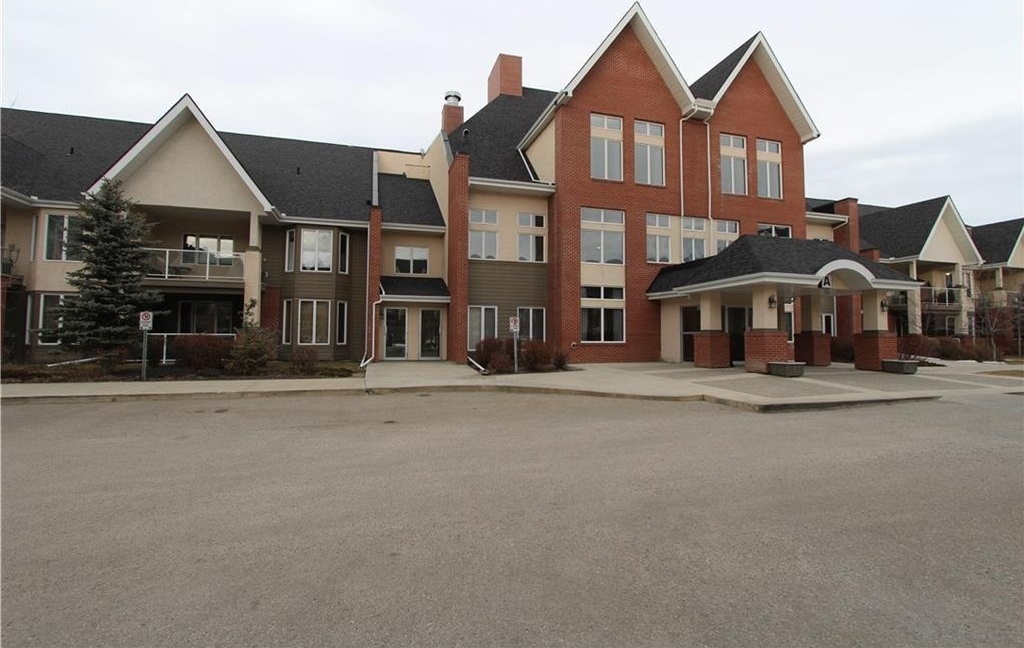 Main Photo: 182 15 EVERSTONE Drive SW in Calgary: Evergreen Condo for sale : MLS® # C4131007