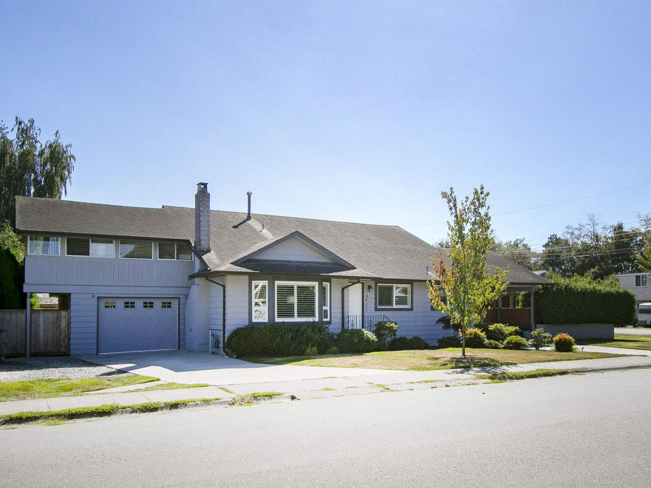 Main Photo: 5400 45 Avenue in Delta: Delta Manor House for sale (Ladner)  : MLS® # R2200512