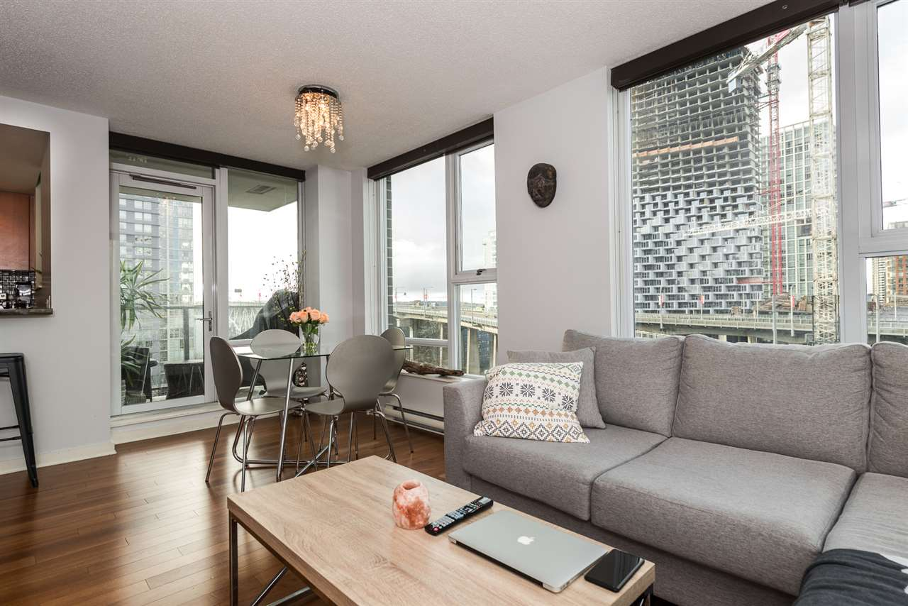 "Main Photo: 806 550 PACIFIC Street in Vancouver: Yaletown Condo for sale in ""AQUA AT THE PARK"" (Vancouver West)  : MLS®# R2248687"