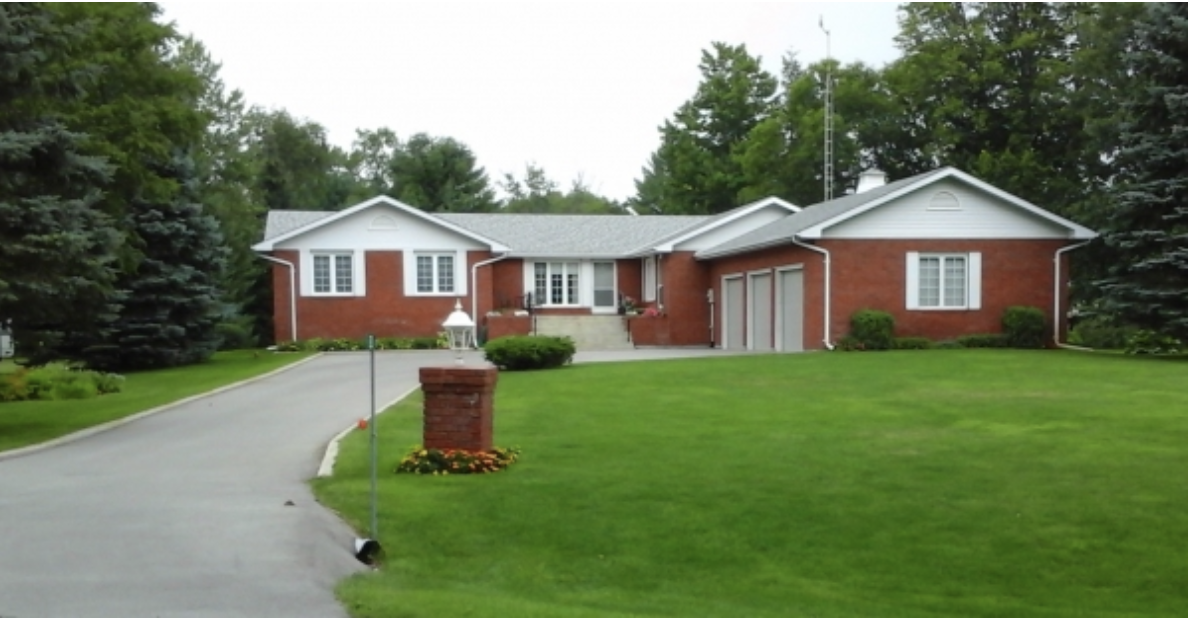 FEATURED LISTING: 52 Evans Drive Fenelon Falls