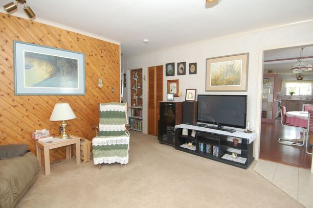 Photo 5: Photos: 6820 FIRST STREET in HONEYMOON BAY: House for sale : MLS®# 335356