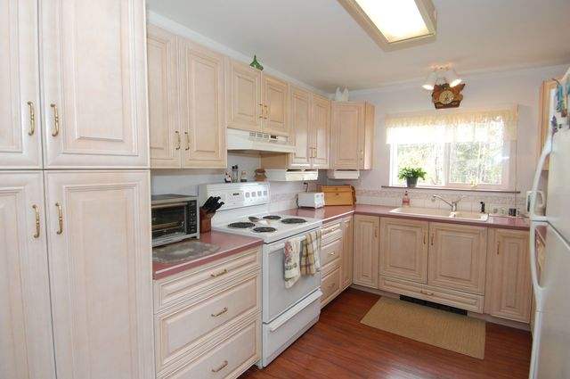 Photo 14: Photos: 6820 FIRST STREET in HONEYMOON BAY: House for sale : MLS®# 335356