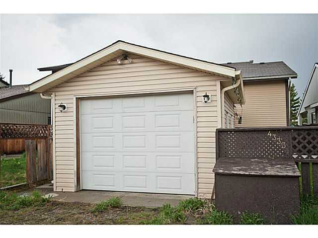 Photo 2: 4333 58 Street NE in CALGARY: Temple Residential Detached Single Family for sale (Calgary)  : MLS® # C3617571