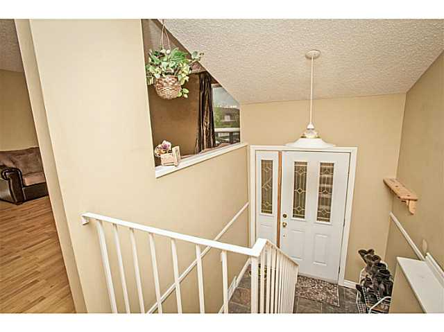 Photo 3: 4333 58 Street NE in CALGARY: Temple Residential Detached Single Family for sale (Calgary)  : MLS® # C3617571