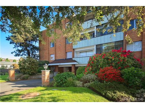 Main Photo: 209 853 Selkirk Avenue in VICTORIA: Es Kinsmen Park Condo Apartment for sale (Esquimalt)  : MLS®# 343540