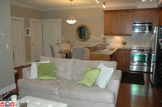 Main Photo: 405 15368 17A AVENUE in : King George Corridor Condo for sale : MLS® # F1225528