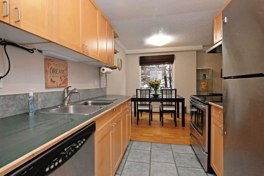 "Main Photo: 202 809 W 16TH Street in North Vancouver: Hamilton Condo for sale in ""Panorama Court"" : MLS® # R2041398"