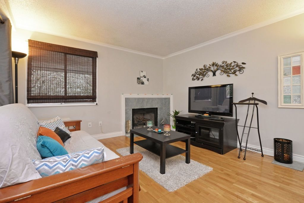 "Photo 6: 202 809 W 16TH Street in North Vancouver: Hamilton Condo for sale in ""Panorama Court"" : MLS® # R2041398"