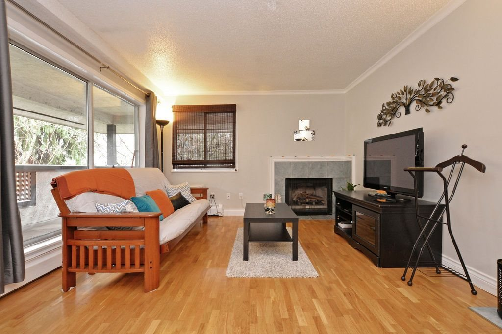 "Photo 3: 202 809 W 16TH Street in North Vancouver: Hamilton Condo for sale in ""Panorama Court"" : MLS® # R2041398"