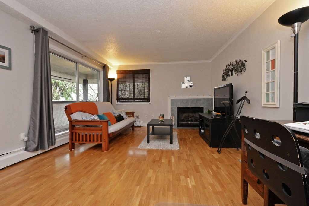 "Photo 5: 202 809 W 16TH Street in North Vancouver: Hamilton Condo for sale in ""Panorama Court"" : MLS® # R2041398"