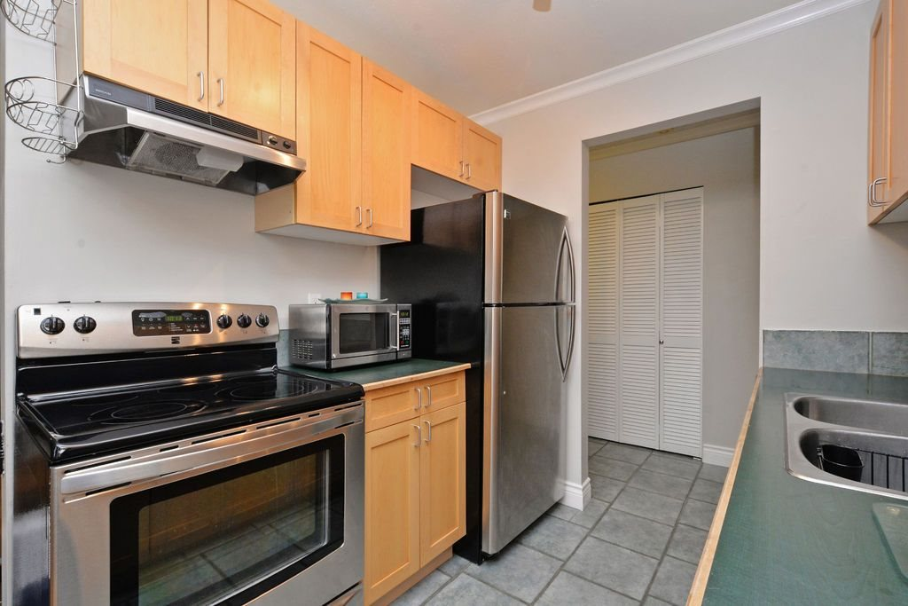 "Photo 11: 202 809 W 16TH Street in North Vancouver: Hamilton Condo for sale in ""Panorama Court"" : MLS® # R2041398"
