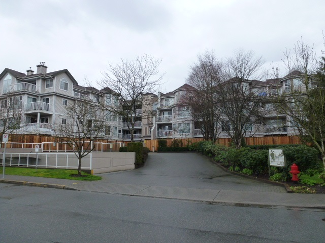 "Main Photo: 323 2678 DIXON Street in Port Coquitlam: Central Pt Coquitlam Condo for sale in ""SPRINGDALE"" : MLS®# R2041724"