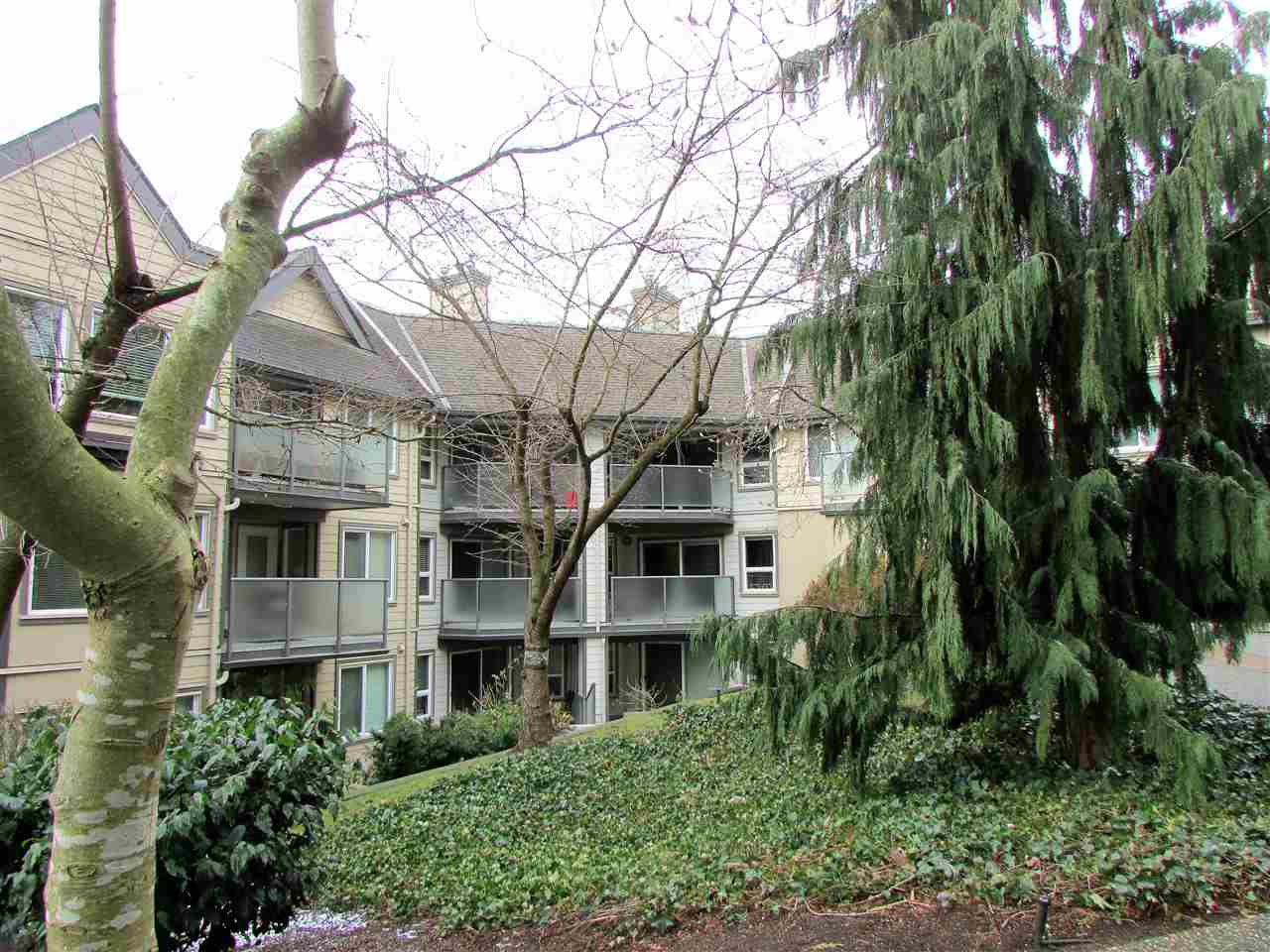 FEATURED LISTING: 403 - 6707 SOUTHPOINT Drive Burnaby