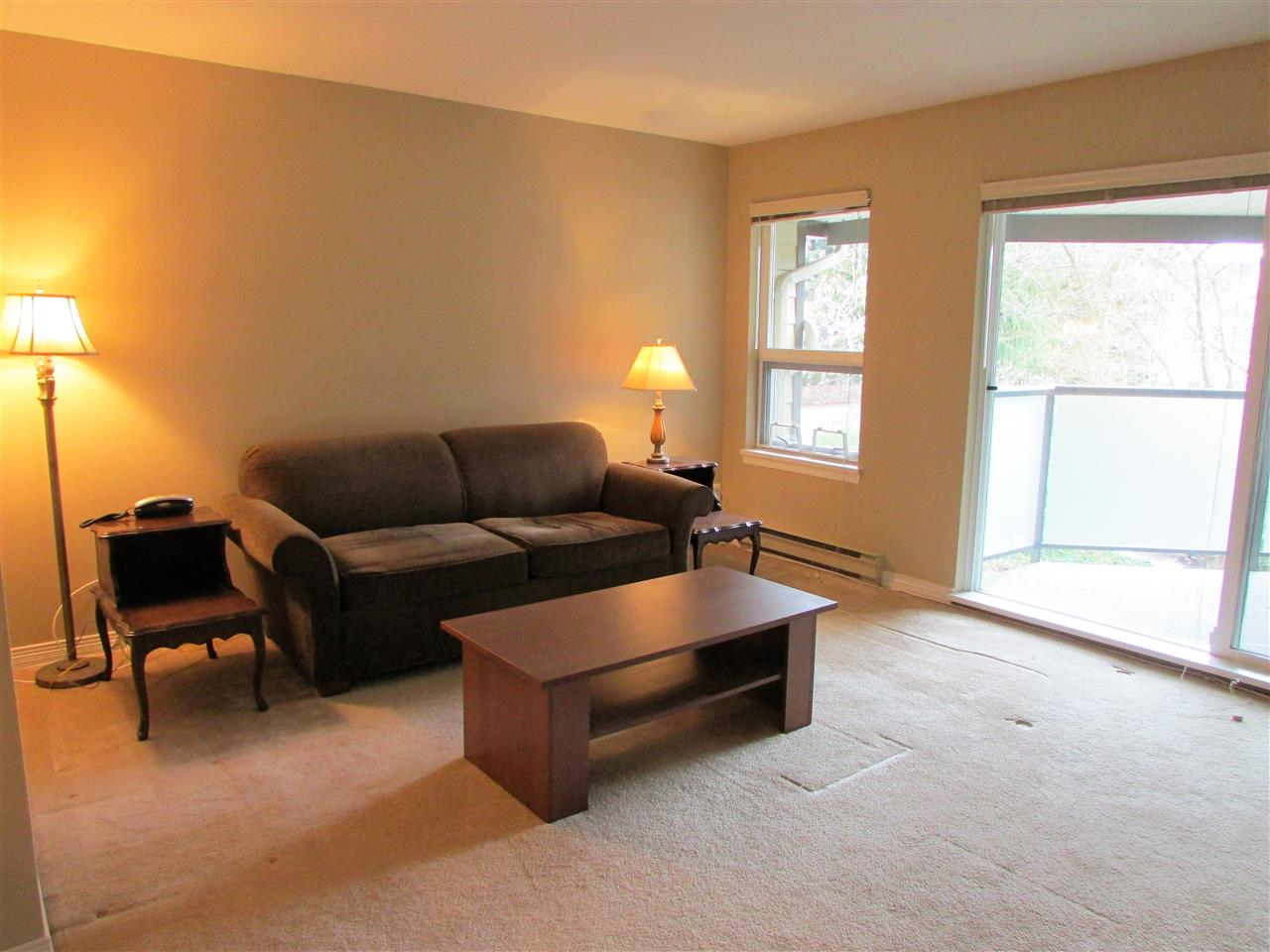 "Photo 3: 403 6707 SOUTHPOINT Drive in Burnaby: South Slope Condo for sale in ""Mission Woods"" (Burnaby South)  : MLS® # R2142149"
