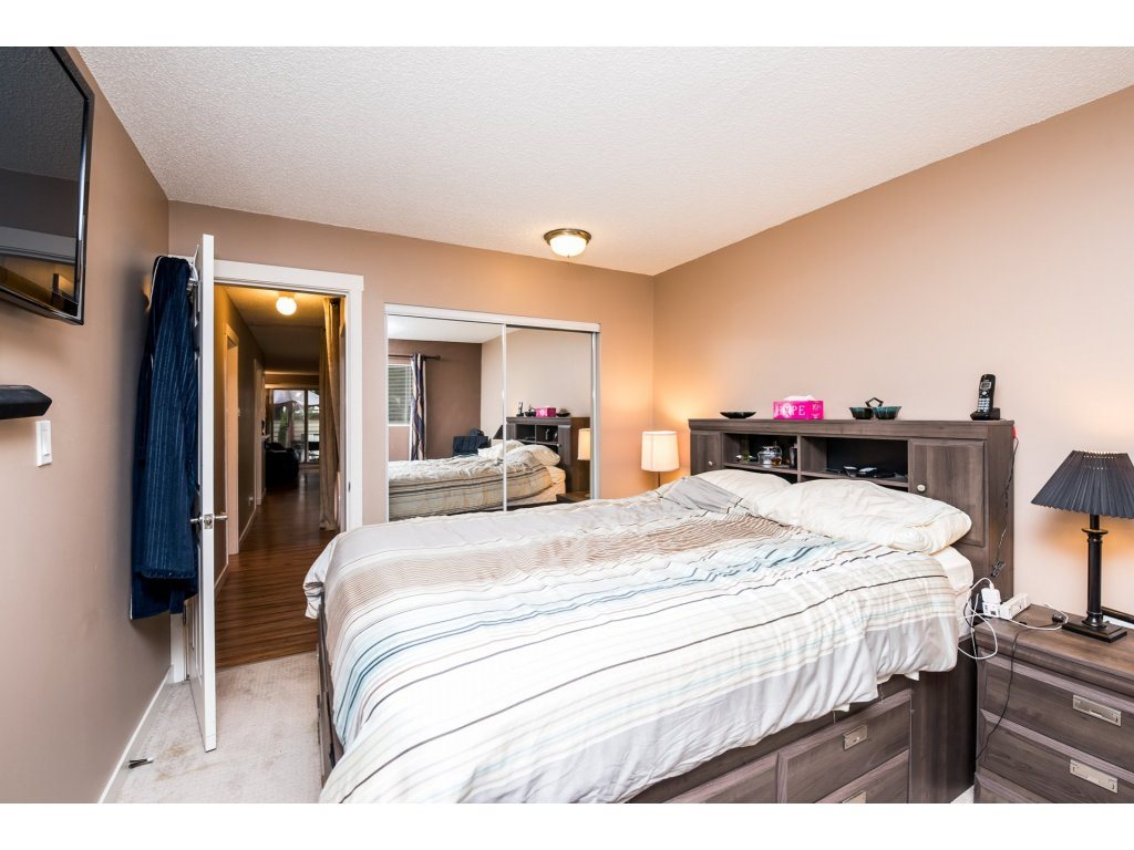 "Photo 18: 10531 HOLLY PARK Lane in Surrey: Guildford Townhouse for sale in ""HOLLY PARK LANE"" (North Surrey)  : MLS® # R2147163"