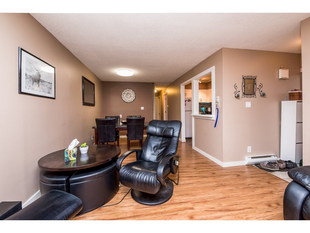 "Photo 5: 10531 HOLLY PARK Lane in Surrey: Guildford Townhouse for sale in ""HOLLY PARK LANE"" (North Surrey)  : MLS® # R2147163"