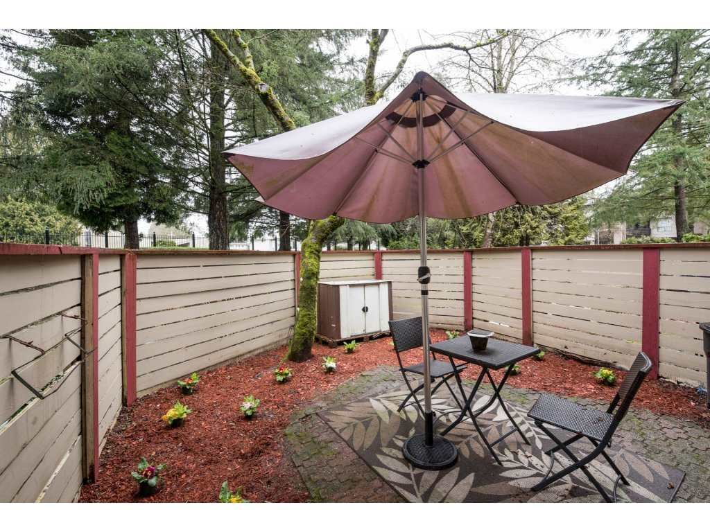 "Photo 20: 10531 HOLLY PARK Lane in Surrey: Guildford Townhouse for sale in ""HOLLY PARK LANE"" (North Surrey)  : MLS® # R2147163"