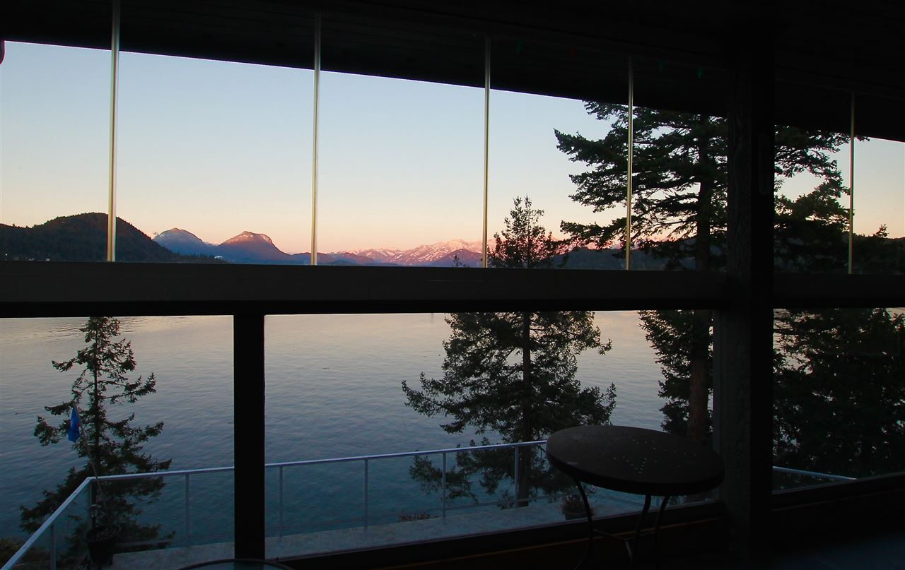 Photo 12: 384 SKYLINE Drive in Gibsons: Gibsons & Area House for sale (Sunshine Coast)  : MLS® # R2147908