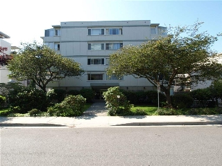 Main Photo: 502 1750 ESQUIMALT Avenue in West Vancouver: Ambleside Condo for sale : MLS® # R2154444