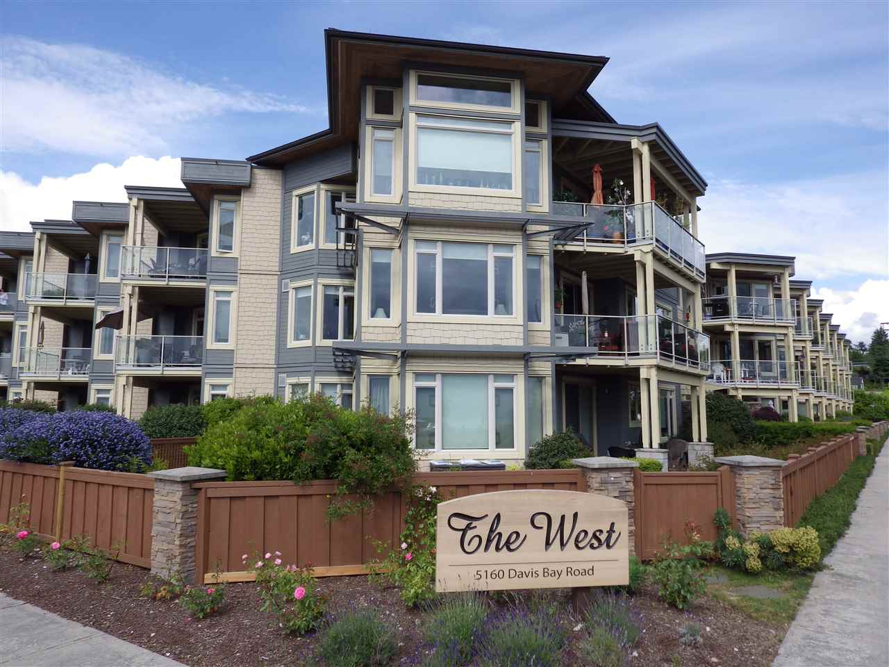 "Photo 1: Photos: 238 5160 DAVIS BAY Road in Sechelt: Sechelt District Condo for sale in ""THE WEST"" (Sunshine Coast)  : MLS®# R2177462"