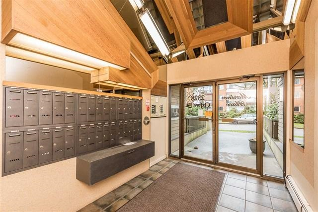 Photo 2: 309 2328 OXFORD STREET in Vancouver: Hastings Condo for sale (Vancouver East)  : MLS(r) # R2180996