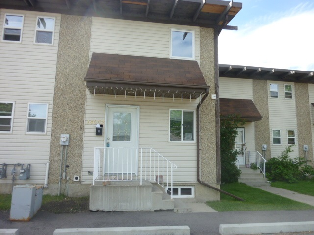 Main Photo: 14652 121 Street NW in Edmonton: Zone 27 Townhouse for sale : MLS® # E4074174
