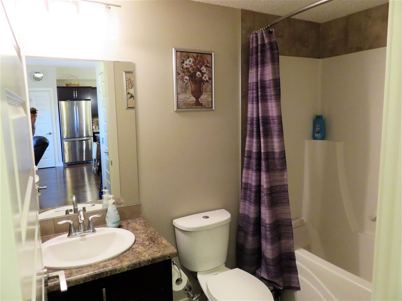 View of the Main 4pc Bathroom located right next to the 2nd Bedroom! :)