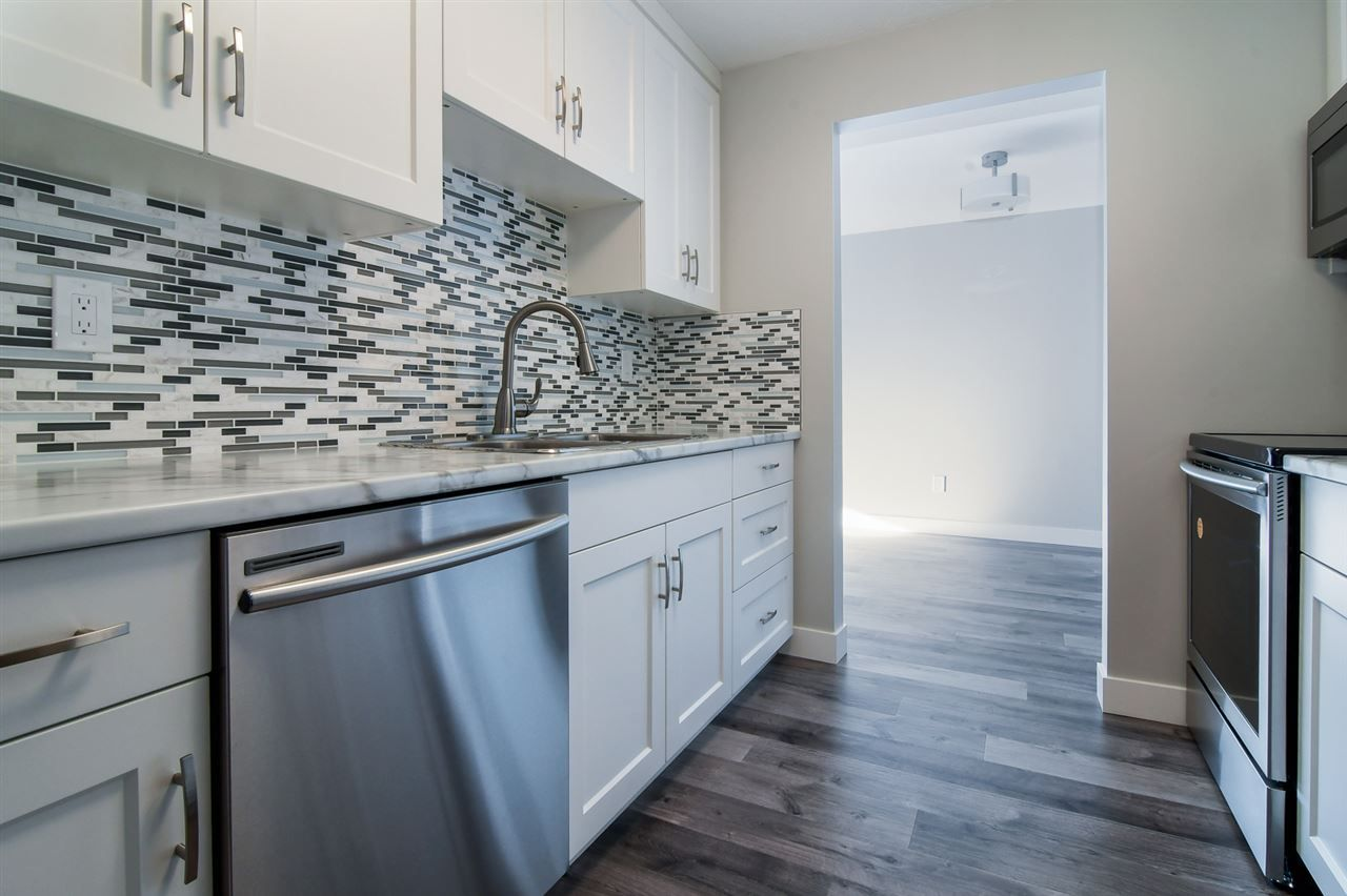 "Main Photo: 307 33850 FERN Street in Abbotsford: Central Abbotsford Condo for sale in ""Fernwood Manor"" : MLS® # R2226870"